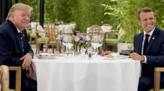 Trump e Macron insieme a tavola a pranzo (Ansa Ap)
