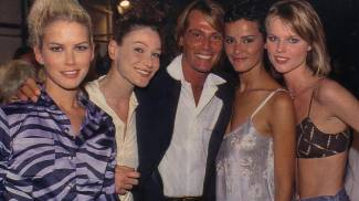 Valeria Mazza, Carla Bruni, Nadeje Dubospertus, Eva Herzigova con Piazzi al centro