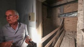 L'imprenditore Paolo Petrucci e sullo sfondo la bara in zinco (Fotoprint)