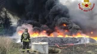 Pianodardine, incendio in azienda (ansa)