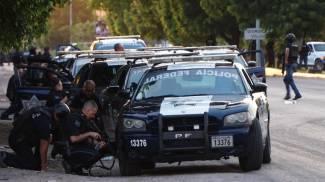 La polizia messicana affronta i narcos dopo l'arresto di un figlio di El Chapo (Ansa)