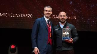 Davide Puleio con il premio Giovane Chef