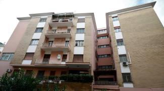 Il palazzo nel quartiere San Giovanni dove abita l'ex ministro Trenta (LaPresse)