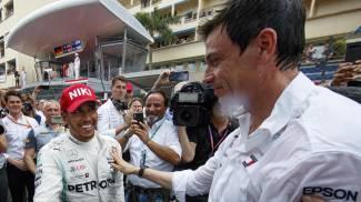 Lewis Hamilton e Toto Wolff (Ansa)