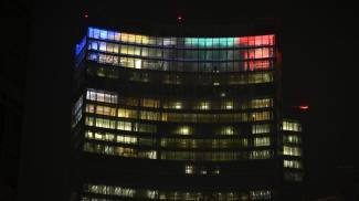 Belevedere di Palazzo Lombardia si illumina con i colori olimpici