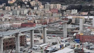 La vista sul ponte in costruzione a Genova