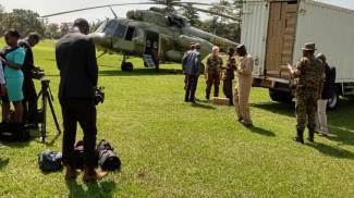 Al lavoro in Uganda contro il flagello delle locuste (Dire)