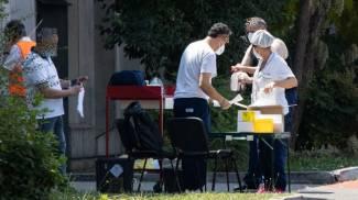 Test sanitari in corso alla Bartolini (foto Schicchi)