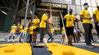 La scritta Black Lives Matter davanti alla Trump Tower (Ansa)