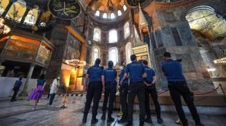 Agenti della polizia turca all'interno di Santa Sofia (Ansa)