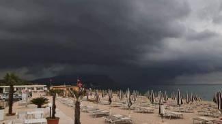 Il Conero oscurato dalle nubi
