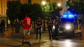 I tifosi del Siviglia hanno ascoltato l'appello della società a festeggiare in casa (Ansa)