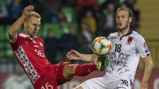 Ardian Ismajli con la maglia dell'Albania contro il moldavo Suvorov