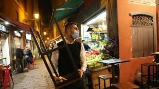Anche a Bologna chiudono bar e ristoranti alle 18 (foto Schicchi)