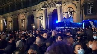 Il corteo dei manifestanti anti-Dpcm a Napoli (Dire)