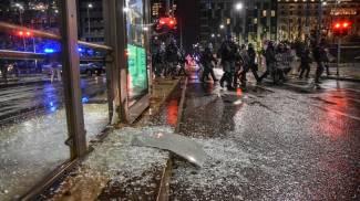 Proteste, scontri e vetrine distrutte a Milano (Ansa)
