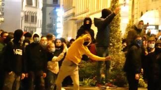 I giovani teppisti in strada a Firenze (New Press Photo)