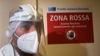 Coronavirus, operatori sanitari (foto Marco Mori /New Press Photo)