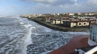 La costa del litorale laziale colpita da una nuova forte mareggiata (Ansa)