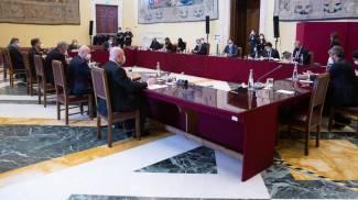 Il tavolo a Montecitorio col presidente Fico (Ansa)
