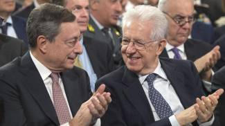 Mario Draghi e Mario Monti in una foto de 2017 (Ansa)