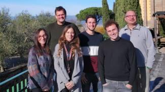 o, Teresa Fornaro (seconda da sinistra) col gruppo di ricercatori di Arcetri
