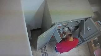 Un fotogramma del video relativo agli ammanchi in tribunale
