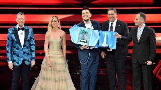 Sanremo 2021, Gaudiano premiato all'Ariston (Ansa)