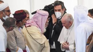 Il Papa durante l'incontro interreligioso a Ur (Ansa)