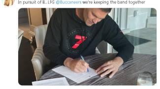 Tom Brady firma con Tampa Bay Buccaneers fino al 2022