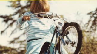 Valentino Rossi, le prime acrobazie in bicicletta