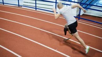 Un atleta con disabilità