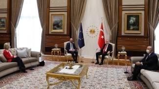 Da sinistra: von der Leyen, Michel, Erdogan e Cavusoglu