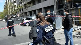 Morto uno dei feriti davanti a un ospedale di Parigi (Ansa)