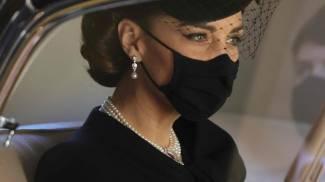 Kate con collana di perle indossata dalla principessa Diana (Ansa)