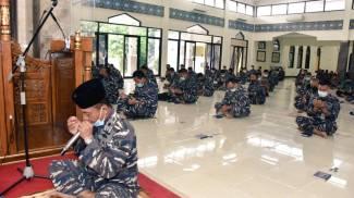 Indonesia, sottomarino scomparso: la preghiera dei marinai (Indonesian Navy)