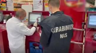 Covid, verifiche Nas nei supermercati (Ansa)