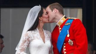 William e Kate: il bacio sul balcone il giorno del matrimonio (Ansa)
