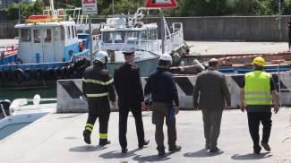 La banchina della darsena di Pagliari con carabinieri e vigili del fuoco (Frascatore)