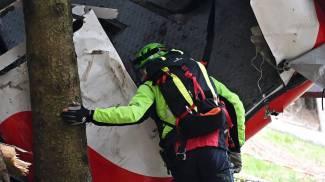 Un soccorritore accanto alla cabina