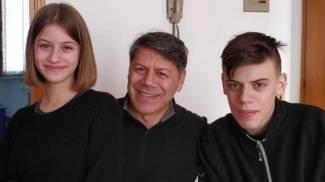 Leonardo con la sorella e con il padre Roberto Monaco