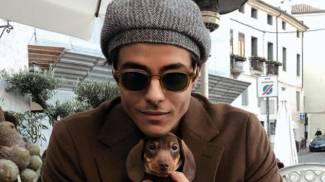 Michele Merlo, 28 anni, con il cane che aveva adottato insieme alla fidanzata Lulù