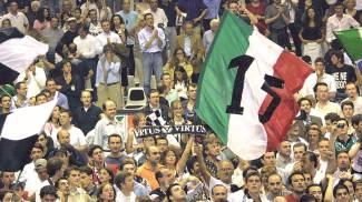 Virtus Bologna, pubblico in festa dopo il 15esimo tricolore (FotoSchicchi)