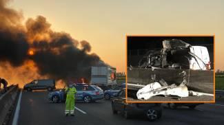 Modena, rapina a un portavalori (nel riquadro) sulla A1: un mezzo in fiamme