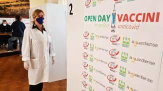 Vaccinazioni in un'azienda vitivinicola campana (Ansa)