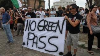 Una delle manifestazioni contro il green pass in regione