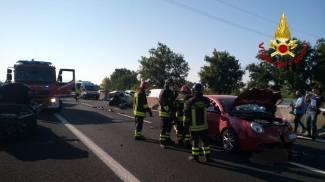 L'intervento dei vigili del fuoco in autostrada