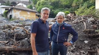George Clooney con il sindaco di Laglio (foto Facebook)