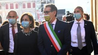Il ministro Cartabia con il sindaco Merola alla commemorazione della strage di Bologna