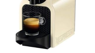 Nespresso Inissia Macchina per caffè su amazon.com